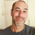 Dichter Robbert Voges in de Roze Salon